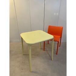 Table individuelle pour distanciation sociale