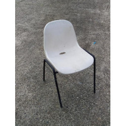 Chaise coque empilable